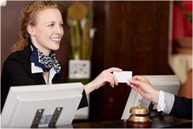 英語でホテルのチェックインとチェックアウト
