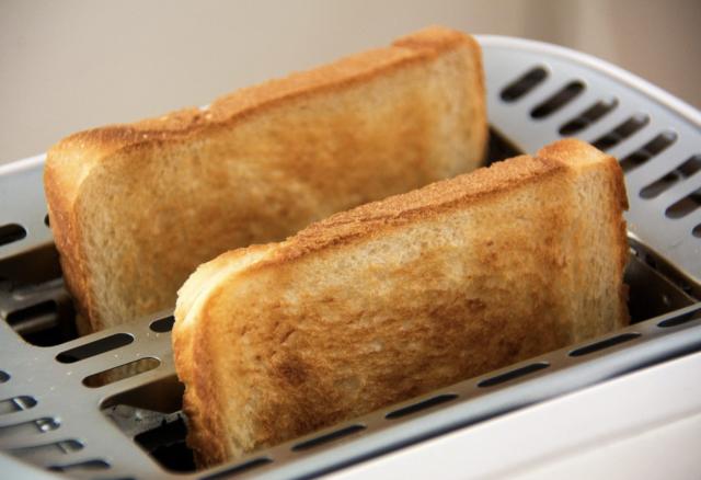 焼く:「トーストする」の英語表現